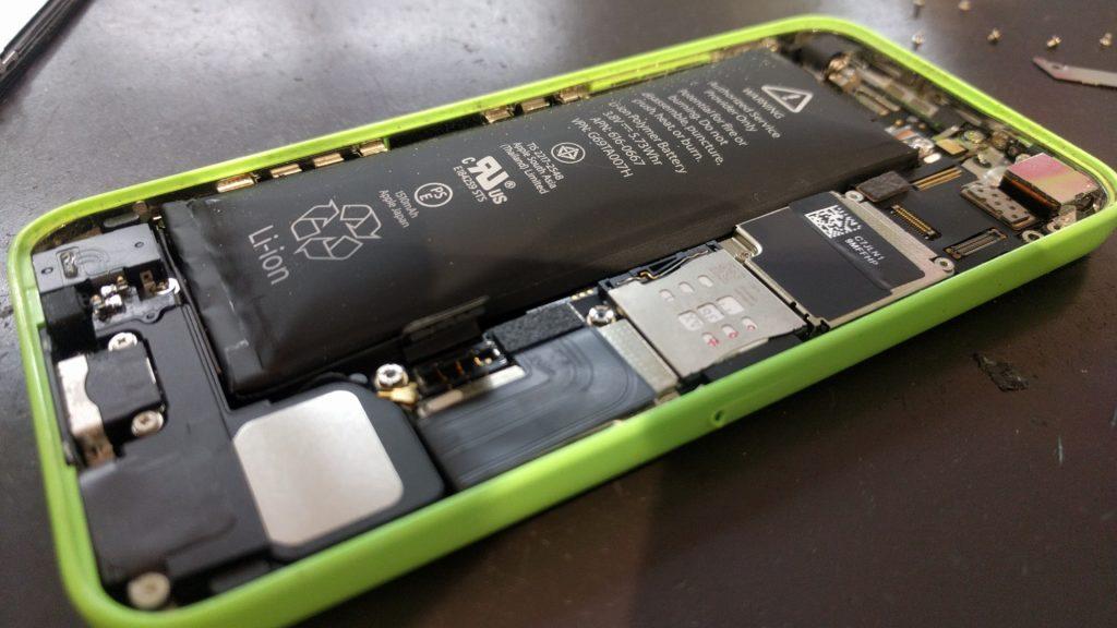 膨張したiPhone5cのバッテリー②