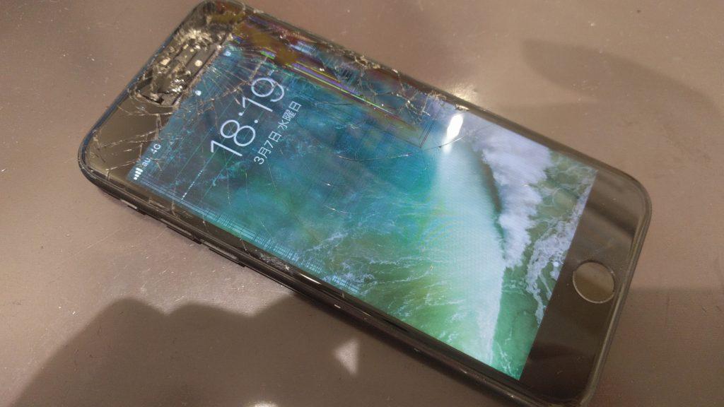 液晶の破損が発生しているiPhone7