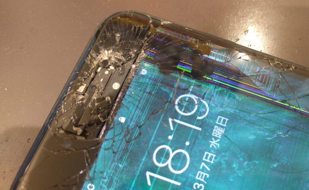 液晶の破損したiPhone7