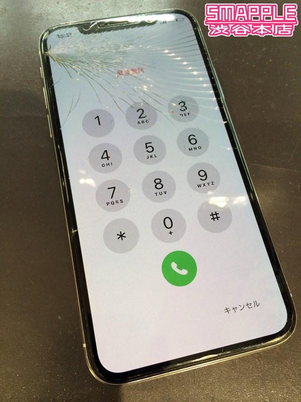 扇状に延びるiPhoneXのガラス割れ
