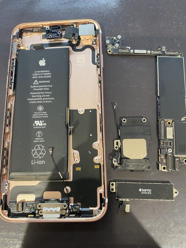 iPhone7ドックコネクター交換作業