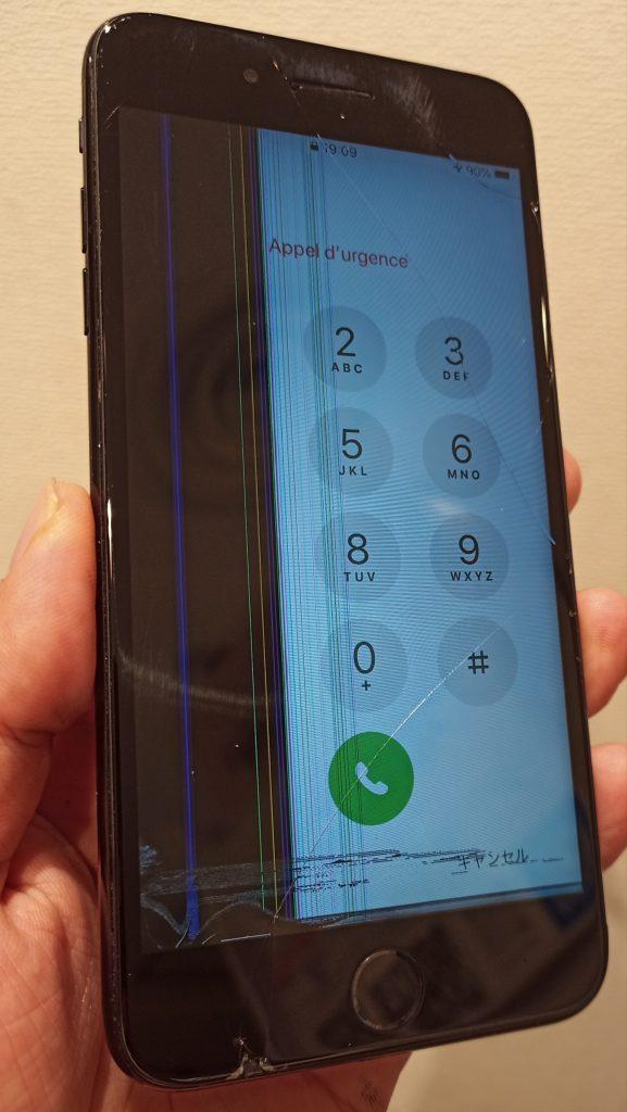 画面も割れ表示にまで影響が出た画面破損したiPhone7画像