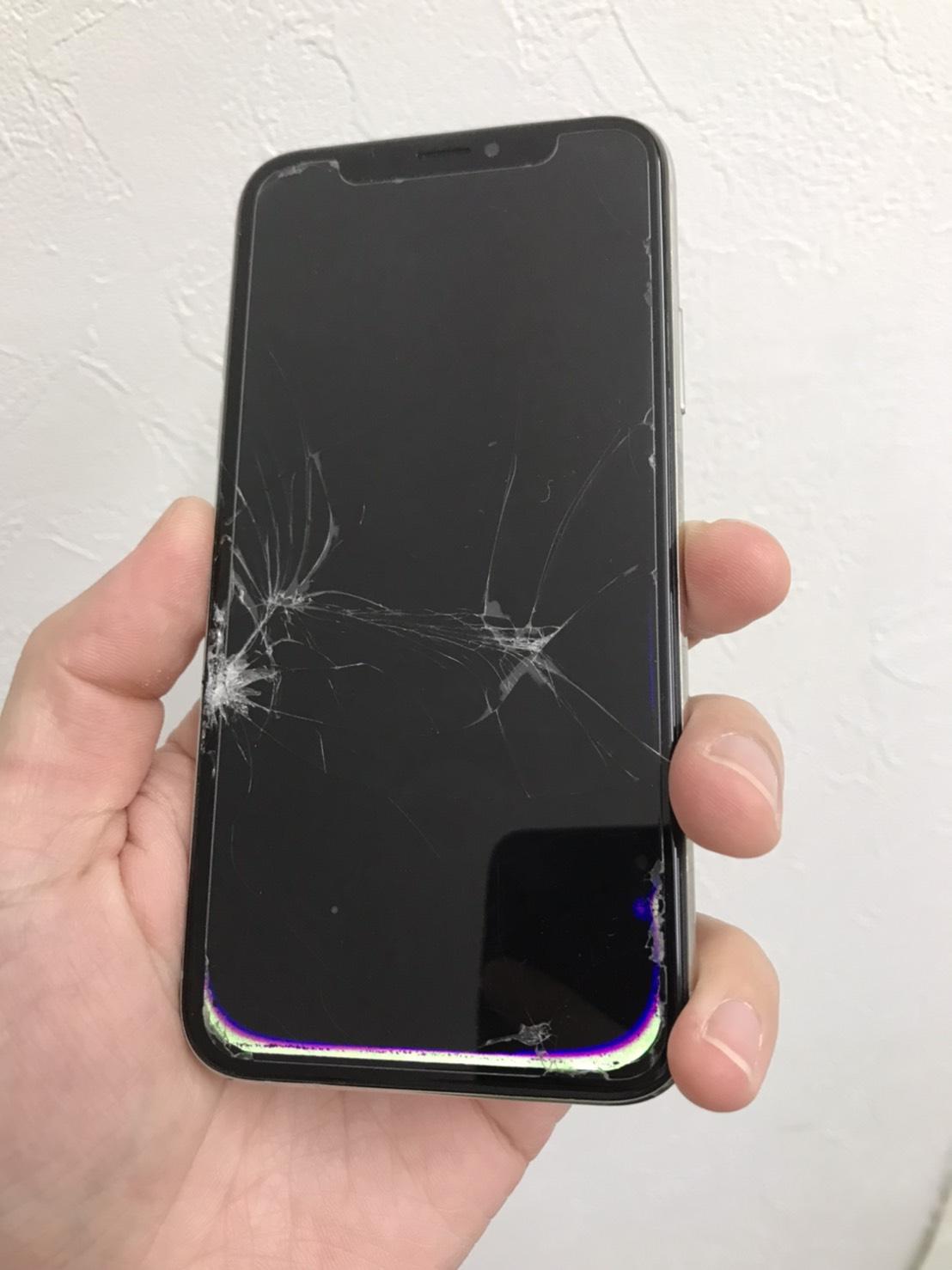 有機ELディスプレイが真っ黒になっているiPhoneX