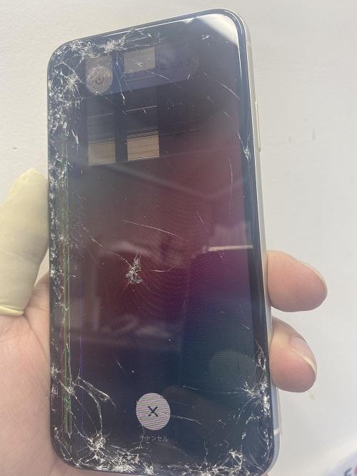 iPhone11ガラスが割れて表示が異常に!タッチも効かない