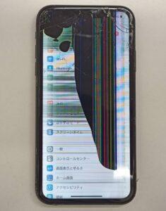 画面割れ、表示不良を起こしたiPhone11画像