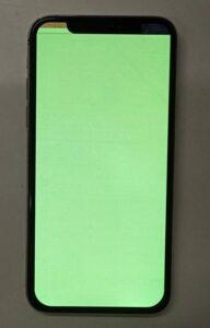 画面が緑一色に光って何も見えないiPhoneX画像