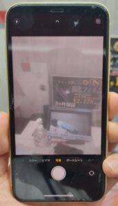カメラガラスが割れ映りが白く濁りQRコードも認識しないiPhoneXR画像
