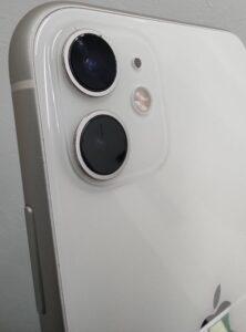 割れたカメラガラス修理後のiPhone画像