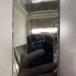 落としたiPhoneの画面が真っ暗で表示しない!?